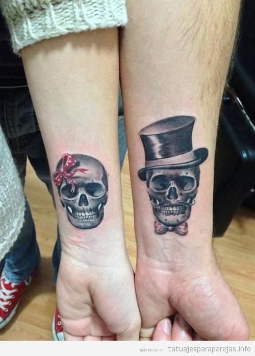 Calaveras en la muñeca, tatuaje para parejas