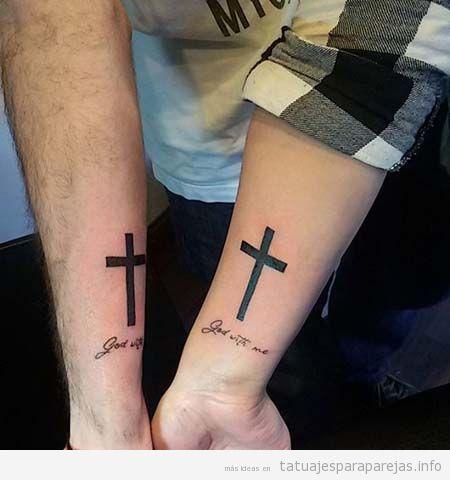 Tatuajes cruces latinas en pareja en la muñeca 4