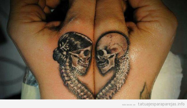 Tatuaje en pareja a juego, calaveras