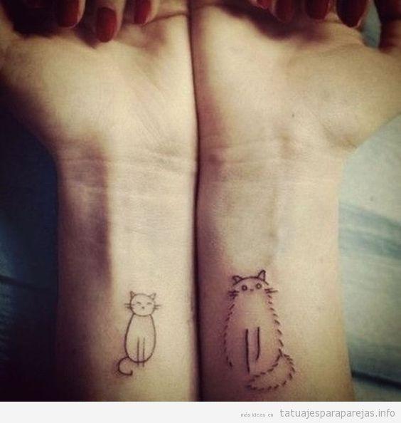 Tatuaje en pareja de gatos en la muñeca 2