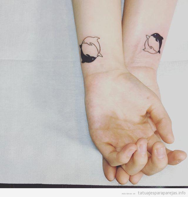 Tatuajes pareja peces en el antebrazo, delfines