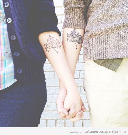 Tatuajes de hojas en pareja en el antebrazo