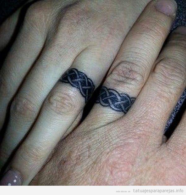 Tatuaje anillos pareja nudos celta