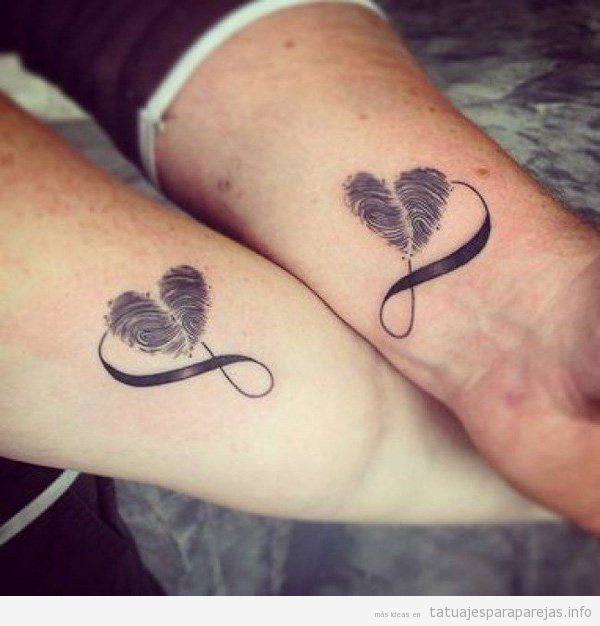 Tatuajes pequeños para parejas, corazones con huellas dactilares