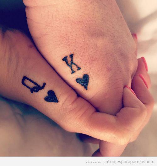 Tatuajes pequeños para parejas, rey y reina corazones