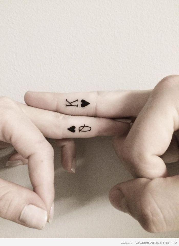 Tatuajes pequeños para parejas, rey y reina corazones 3