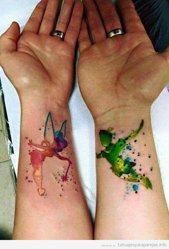 Tatuajes en pareja de parejas de dibujos animados de Disney, Peter Pan y Campanilla